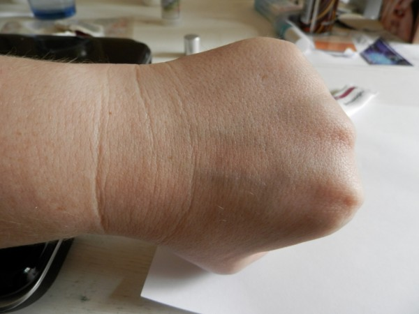 Hand without Dermalogica Skinperfect Primer