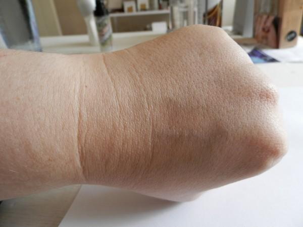 Dermalogica Skinperfect Primer seamlessly blended into hand