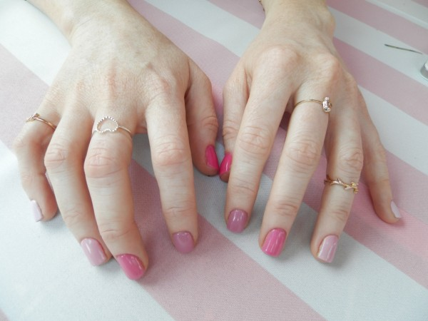 Kelly from Imageology gave herself a Breast Cancer Mani. Love the rings Kel!