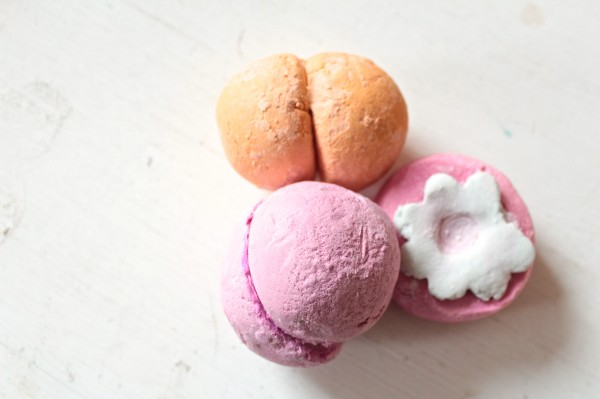 Yuzu Cocoa Blubbleroon (orange), Pop in the Bath (flower) and Rose Jam Bubbleroon.