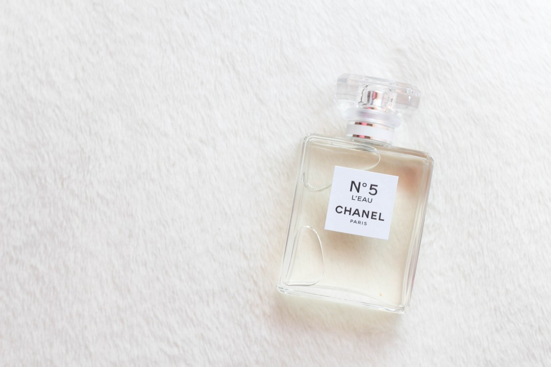 chanel no 5 l 39 eau not another poppie. Black Bedroom Furniture Sets. Home Design Ideas