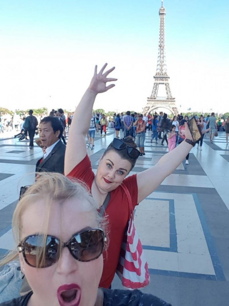 superior photobombing skills at the eiffel tower